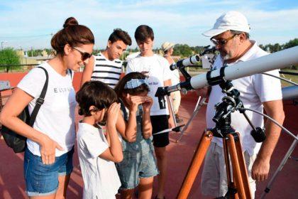 Fiesta de las Estrellas: vecinos se acercaron para observar el eclipse solar