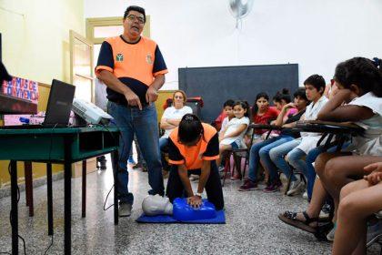 Defensa Civil capacita alumnos en escuelas rurales