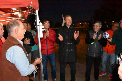 El intendente presente en la inauguración del tendido eléctrico en el predio del Club Ciclista