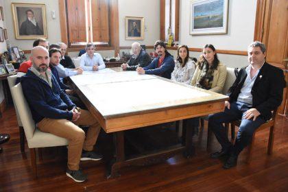 El intendente recibió en su despacho a integrantes del Centro Comercial y de la Cámara de Comerciantes