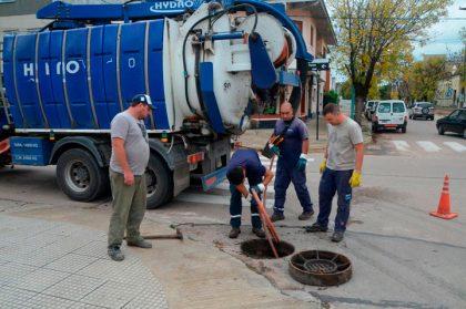 El área de Pavimento municipal lleva adelante un plan de limpieza en bocas de tormenta