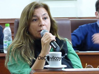 """Presentan Proyecto de Resolución ante """"incompatibilidad en las funciones de concejal"""" de la edil Claudia Montes"""
