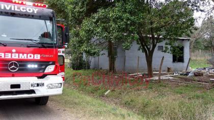 Incendio: Serios daños en una habitación al incendiarse por un posible cortocircuito