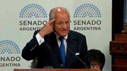 Abel Albino desató la polémica en el Senado al cuestionar el uso de los preservativos