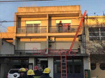 Un incendio afectó una vivienda en calle Ituzaingo 234 [Video]