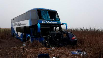 Ruta 5: murió un joven tras el choque frontal entre un ómnibus y automóvil