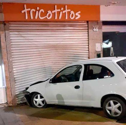 <span style='color:#f000000;font-size:14px;'>POLICIALES</span><br>Un conductor en estado de ebriedad se incrustó en el local de Tricotitos; licencia vencida y sin seguro