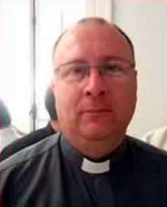 """<span style='color:#f000000;font-size:14px;'>LOCALES</span><br>Padre Hugo Caggiano: """"En Fase 2 estamos haciendo las misas en el Patio de la Parroquia con un máximo de diez personas"""""""